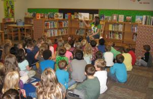 Cindi Clawson (WNDU) has our kindergarten students full attention.